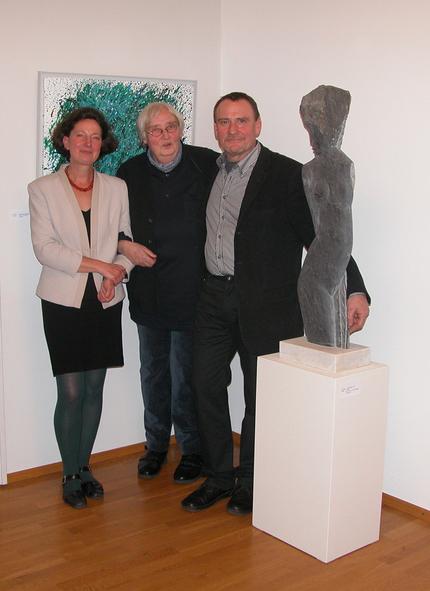 Gerda Lepke und Lothar Beck mit Galeristin in ihrer Ausstellung 2012