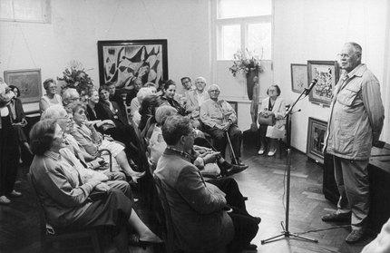 Begrüßung von Johannes Kühl zur Ausstellungseröffnung, vermutlich zu Herbert Behrens-Hangeler